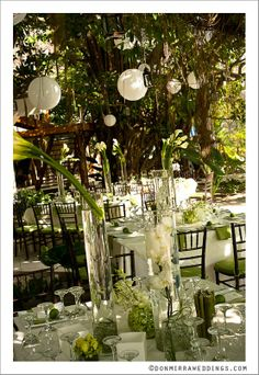 Green and white wedding setting - Click image to find more Weddings Pinterest pins