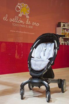 El cochecito de paseo Origami de 4moms también está expuesto en El Vellon de Oro, uno de los establecimientos con más solera de Castellón