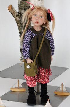Zwergnase Puppe Leontine 60 cm mit Glasaugen und Echthaaren - Zwergnase Puppen - Künstlerpuppen - Galerista - der Shop für Künstlerpuppen Sammlerbären und Spielpuppen