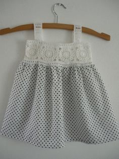 "patrones de canesu a crochet ile ilgili görsel sonucu ""patrones de canesu a crochet -"", ""White sun dress for girl ~ cro"", ""This post was discovered Crochet Dress Girl, Crochet Girls, Crochet Clothes, Crochet Baby, Crochet Yoke, Crochet Fabric, Little Girl Dresses, Girls Dresses, Robe Diy"
