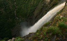 Cachoeira da Fumaça é a segunda maior queda d'água do Brasil . Foto: Flickr/miradas.com.br
