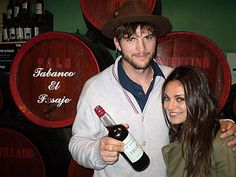 ashton kutcher mila kunis together!! Super happy! That 70's Show is finally real :)