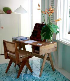 móveis de madeira + piso ladrilhos #decor #decoracao