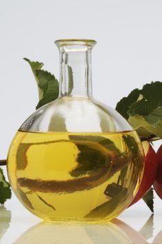 Jablečný ocet Home Canning, Nordic Interior, Healing Herbs, Wine Decanter, Korn, Vinegar, Detox, Drinking, Food And Drink