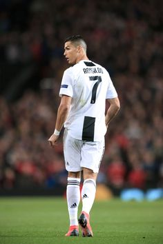 Looking for New 2019 Juventus Wallpapers of Cristiano Ronaldo? So, Here is Cristiano Ronaldo Juventus Wallpapers and Images Cristiano Ronaldo 7, Cr7 Ronaldo, Cristiano Ronaldo Celebration, Cristiano Ronaldo Wallpapers, Manchester United, Manchester England, Uefa Champions League, Old Trafford, Juventus Wallpapers