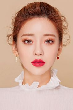 20 Quick And Easy Korean Makeup 20 Schnelles und einfach Korean Makeup Look, Korean Makeup Tips, Korean Makeup Tutorials, Asian Makeup, Korean Wedding Makeup, Make Up Looks, Makeup Trends, Makeup Ideas, Mademoiselle Bio
