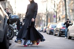 Our man on the street, Tyler Joe, captures the chicest street style moments from Paris Fashion Week. Fall Fashion Week, Fashion Show, Autumn Fashion, Paris Fashion, Fashion Trends, Cool Street Fashion, Street Chic, Cool Style, My Style