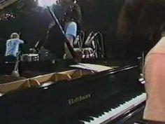 Para empezar el sábado con un clásico del jazz en la versión insuperable del Ensemble que armó Tito Puente para Montreaux 1980, de lujo e histórico, Jorge Dalto, Patato Valdés, Mike Viñas, Alfredo de la Fe y por supuesto el maestro Tito Puente. Una de mis favoritas de siempre, My favorite things.