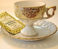 Odd vintage cup & saucer from a collector's sale letting them all go, Look at the saucer's rim.