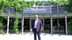 Im Baykomm, dem Communication Center von Bayer, wird Veranstaltungs- und Besuchersicherheit großgeschrieben. Da die Einhaltung der Versammlungsstättenverordnung bzw. Sonderbauverordnung NRW sowie weiterer relevanter Vorschriften stark im Fokus steht, ist das Baykomm ein Beispiel für sehr sichere Versammlungsstätten in Deutschland.