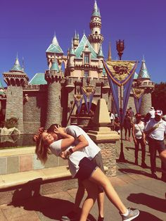 Ideas Travel Couple Pictures Relationship Goals Honeymoons For 2019 Couple Goals Tumblr, Relationship Goals Tumblr, Cute Relationships, Disneyland Couples, Disney Couples, Disney Poses, Disneyland Outfits, Romantic Photography, Couple Photography