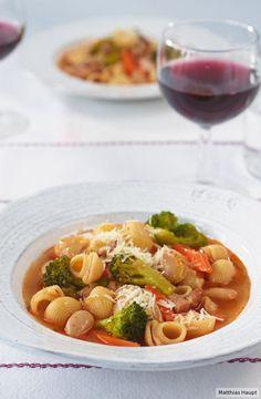 Frisches Gemüse + Speck + Nudeln =  satte und glückliche Gäste