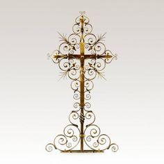 Grabkreuz »Casius« aus Metall mit Jesus • Hochwertige Schmiedekunst & Handarbeit • Jetzt versandkostenfrei kaufen bei ▷ Serafinum.de