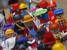 Veja como são feitos os bonecos da Playmobil - Exame.com
