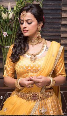 Beautiful Saree, Beautiful Indian Actress, Beautiful Actresses, Beautiful Women, Saree Hairstyles, Indian Wedding Hairstyles, Indian Bridal Fashion, Cute Beauty, Indian Celebrities