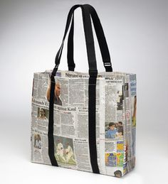 How to make newspaper bags, newspaper gift bags? Here are some Ideas, designs, and DIY tutorials on making newspaper bags with step-by-step instructions! Diy Newspaper Bags, Recycle Newspaper, Recycled Paper Crafts, Paper Recycling, Delivery Bag, Ritter Sport, Magazine Crafts, Gift Bags, Bag Making