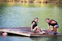 In due su una zattera !! #lago #bambini #zattera #affondare #navigare #divertirsi #soloqui #sorrisi #legno #faidate #giocare #insieme #starbene