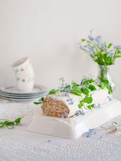 Lohikääretorttu - helppo resepti Cake Sandwich, Sandwiches, Finnish Recipes, Salty Foods, Savory Snacks, Fish Dishes, Let Them Eat Cake, No Bake Cake, Food And Drink