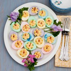 FOODjimoto: Easter Eggs Someone invite me to an easter party so I can dye deviled eggs! Colored Deviled Eggs, Easter Deviled Eggs, Colored Eggs, Easter Dinner, Easter Brunch, Easter Appetizers, Appetizer Recipes, Easter Recipes, Holiday Recipes