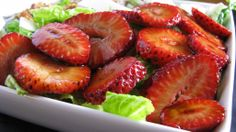 balsamic marinated strawberries! might try these out for my preaster dinner tomorrow night...