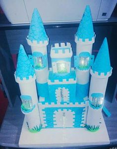 Castelo Craft Projects For Kids, Arts And Crafts Projects, Diy And Crafts, Toilet Roll Craft, Toilet Paper Crafts, Christmas Makes, Christmas Gifts For Kids, Frozen Birthday Party, 2nd Birthday Parties