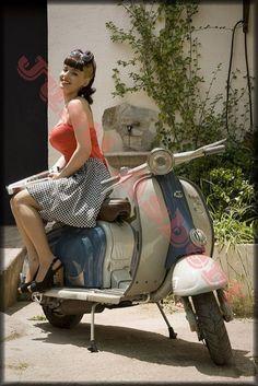 Vespa girls in leder Vespa Motor Scooters, Vespa Bike, Lambretta Scooter, Vintage Vespa, Vespa Models, Scooter Custom, Retro Motorcycle, Scooter Motorcycle, Motorcycle Girls