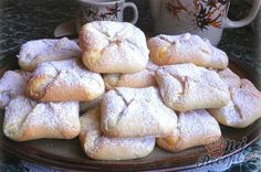 Quark bags made of yeast dough without walking time - Kuchen - Sweet Desserts, Sweet Recipes, Yummy Treats, Sweet Treats, Czech Recipes, Pudding Desserts, Arabic Sweets, Food Charts, Mini Cheesecakes