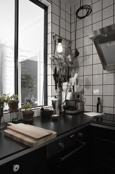 Wonderful, the factory kitchen with kitchen utensils are beautifully displayed.