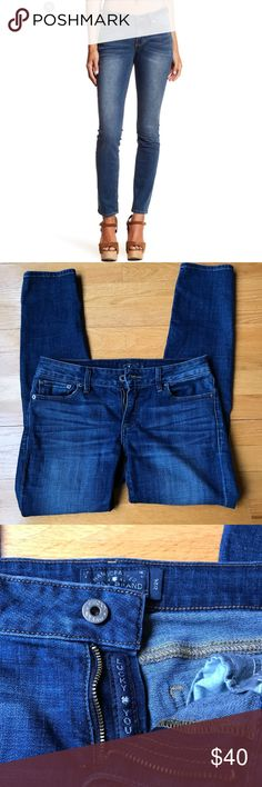 Lucky brand jeans Lucky brand Lolita skinny size 2/26 in great condition. Waist across is 16' legs are 35' Inseam 27' Lucky Brand Jeans Skinny