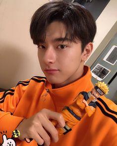 Lin yi - put your head on my shoulder Korean Boys Hot, Korean Men, Asian Boys, Chinese Babies, Chinese Boy, Asian Actors, Korean Actors, Pretty Boys, Cute Boys