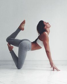 "1,123 mentions J'aime, 24 commentaires - Caroline Perrineau (@theyoginist) sur Instagram : ""CREATE ! / Never let that inner intuition leave you. Society tends to bring that down putting us in…"""