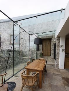 Conservatory dining terrace rustic glass room industrial modern Conservatory Lighting, Modern Conservatory, Conservatory Extension, Glass Roof Extension, Conservatory Dining Room, Conservatory Roof, Sliding Glass Door, Modern Rustic Kitchens, Modern Rustic Interiors