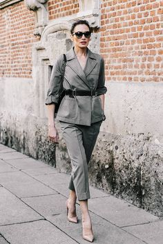 suits for women professional work outfits, suits for women street styles Curvy Women Fashion, Womens Fashion, Classic Style Women, Suits For Women, Street Style Women, Street Fashion, Milan Fashion, Spring Outfits, Work Outfits