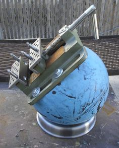 Bowling ball engraving vise Metal Engraving Tools, Grabar Metal, Blacksmith Tools, Construction Tools, Metal Working Tools, Metal Shop, Homemade Tools, Jewelry Making Tools, Wood Tools