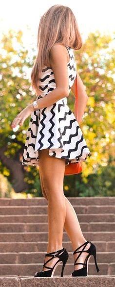 White Wave Striped Print Sleeveless Dress - Mini Dresses - Dresses