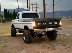 Nice ford on boggers 79 Ford Truck, Ford Pickup Trucks, 4x4 Trucks, Diesel Trucks, Lifted Trucks, Cool Trucks, Ford 4x4, Custom Trucks, Lifted Dually