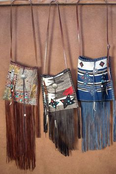 The Sandra across body bag.Navajo Handbags made from blankets / rugs, vintage… Diy Purse, Tote Purse, Native Place, Native American Clothing, Across Body Bag, Medicine Bag, Carpet Bag, Vintage Horse, Native Style