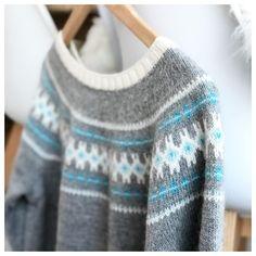 Flinke @torillhb har strikket denne fine #ingeborggenseren 🌟 Bunnfarge lys grå melert 502, mønsterfarger 501, 515 og 528. #alpakkawool @dustorealpakka Enda Mer BYSTRIKK Fair Isle Knitting, Pullover, Sweaters, Fashion, Moda, Sweater, Fasion, Fashion Illustrations