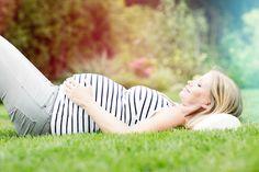 Avant l'existence des moyens modernes permettant de connaître le sexe du bébé, les futurs parents avaient toute une panoplie de trucs de grands-mères pour le savoir ! Voyons alors quelles astuces utilisaient nos grands-mères pour connaitre le sexe du bébé pendant la grossesse...