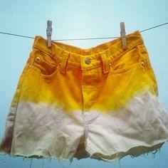 DIY hot pants  See many ideas to customize shorts: http://customizando.net/tag/shorts/