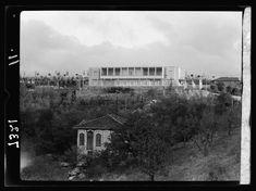 1935 / Eski adıyla Kasapyan Köşkü olan Çankaya Köşkü Ankaralı bir Ermeni tüccar tarafından 1800-lü yılların son çeyreğinde yaptırılan ve sonrasında kentin zengin ailelerinden Bulgurzadeler-in eline geçen Kasapyan Köşkü olarak bilinen bağ evi, Ankara Müftüsü Rıfat Efendi-nin gayretleriyle halk arasında toplanan 4500 lira bağış sayesinde Bulgurzade Tevfik Efendi-den alınır ve Mustafa Kemal-e hediye edilir. Mustafa Kemal, Ziraat Mektebi ve Direksiyon binasından sonra, Ankara-daki yılların...