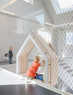 Children's drawings inspire COBE's kindergarten in Copenhagen Kindergarten Architecture, Kindergarten Interior, Kindergarten Design, Design Maternelle, Design D'espace Public, Deco Originale, Playground Design, Indoor Play, Learning Spaces