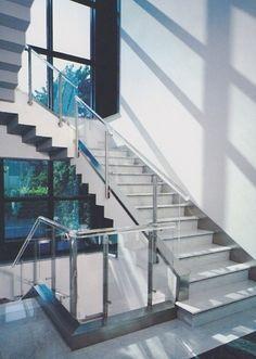 Versilglas | plexiglas espositori plexiglass lavorazione policarbonato produzione tavoli plexiglass versilia lucca