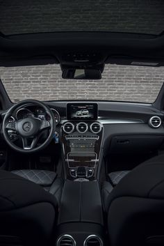The interior of the Mercedes-Benz GLC reinforces the consistently dynamic bias with numerous specially designed details. Photo by Bas Fransen (www.basfransen.com).