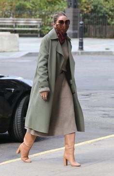Estilo Olivia Palermo, Olivia Palermo Style, High Fashion, Womens Fashion, Airport Style, Autumn Winter Fashion, Winter Style, Color Splash, Style Icons