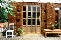 Brick / Wood / บานเฟี้ยม / Colorful / Simplicity / Thainess / Modern mood / Classy look / Relaxing.