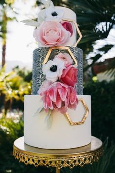 2015 Wedding Cake Trends: Geometric Cake Geo (geometrically inspired designs, it's a mouth full) are on the rise rise RISE! Geo can be found in a strong, bold all-over pattern or can be found in smal (Cake Betun) Naked Wedding Cake, Beautiful Wedding Cakes, Gorgeous Cakes, Amazing Cakes, Whimsical Wedding, Fancy Cakes, Cute Cakes, Pretty Cakes, Pink Cakes