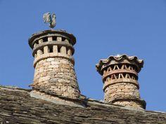 Bonitas chimeneas troncocónicas, Arcusa. Localización: Pirineos, Huesca, Aragón, España. Spain.