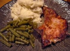 Crazy Crockpot Pork Chops recipe: I found that the only crazy thing about these pork chops is that they weren't prepared in the oven! Make salty, fragrant pork chops using this slow cooker pork chops recipe. Tastes just like oven-made! Crock Pot Slow Cooker, Crock Pot Cooking, Slow Cooker Recipes, Crockpot Recipes, Pork Recipes, Paleo Recipes, Cooking Recipes, Recipies, Cooking Dishes