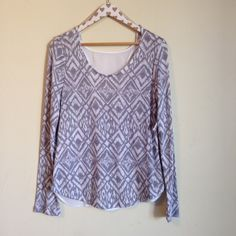 Print Knit Top Size: Junior's Large 11-13 Brand: No Boundaries Fit: True to size. Sleeves: Long sleeves. Color: Grey and white Purchased at: Wal-Mart Other details: Body is light weight sweater like material. Chiffon detailing on back. Patterned. Condition: New with tags.  MSRP $9.88  Measurements are available upon request. No models, holds, or swaps. Please read my bio before purchasing or commenting. No Boundaries Sweaters Crew & Scoop Necks